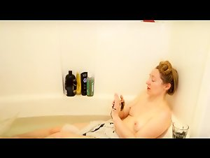 Rose Kelly Nude Youtuber Bathing Video